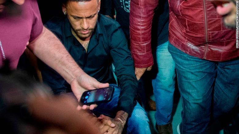 Neymar Jr Datang ke Kantor Polisi menjadi bersaksi
